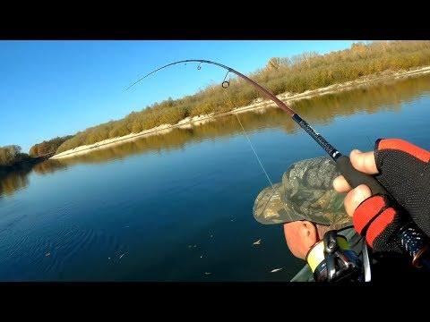 Утренний жор на джиг. Поломка спиннинга. Рыбалка на реке с лодки