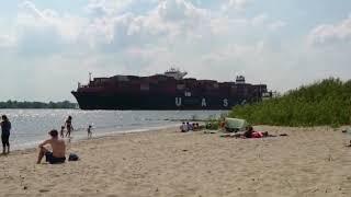 Круизный лайнер на Эльбе,  Германия