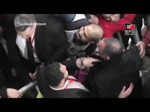 جماهيرالأهلي تحاصر الخطيب لالتقاط السليفي.. ومؤمن زكريا يساند الفريق في المقصورة