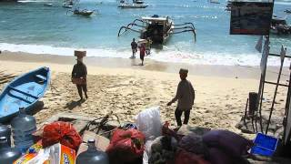 2014-05-26 Offloading goods, Lembongan