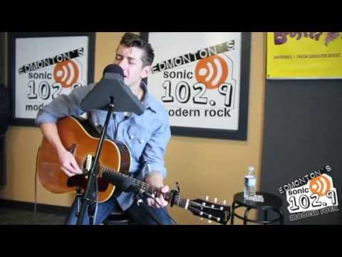 Arctic Monkeys - Love Is A Laserquest (subtitulada)
