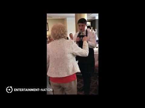 Shhhow Singers - Solo Singing Waiter