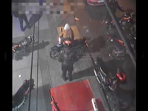 Video: En estado de ebriedad quiso llevarse una moto