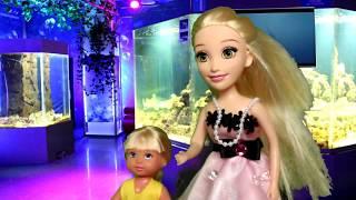 Как мы сходили в аквапарк. Мама Барби и Маша. Играем с куклами