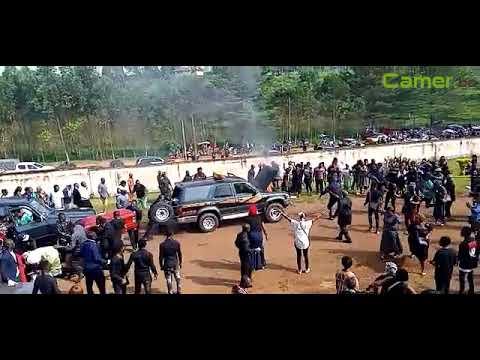 Obsèques  élèves de  Kumba: Le cortège du PM attaqué, un corbillard en feu