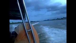 preview picture of video 'Naik Speed Boat dari Tarakan'