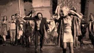 Φωτιά Λάκης Λαζόπουλος και ο θίασος