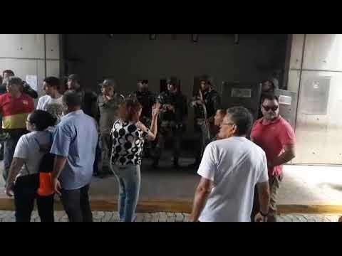 PM usa bomba e spray de pimenta contra manifestantes no Piauí