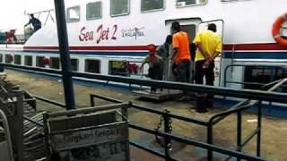 preview picture of video 'Arrival of the Sea Jet 2 at the Kuah Town ferry terminal in Langkawi, Malaysia'