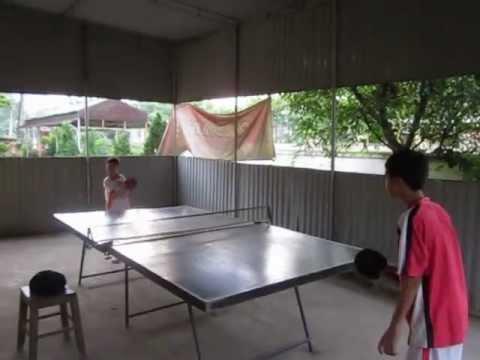Tập luyện bóng bàn cho học sinh