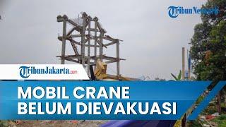 Mobil Crane dan Tiang Beton yang Ambruk Timpa Rumah Warga di Depok Masih Utuh dan Belum Dievakuasi
