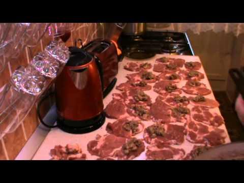 Мясные рулетики с грибной начинкой