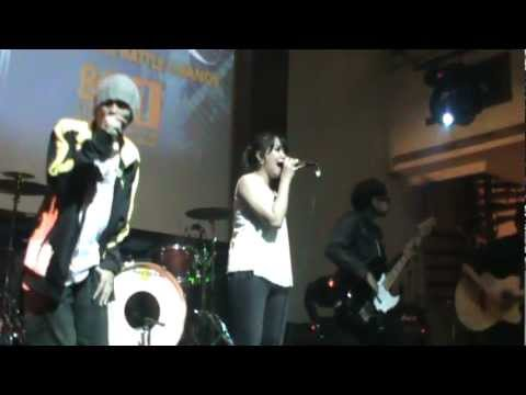 Poetic Island - Smiling For No Reason live at Hard Rock cafe Jakarta