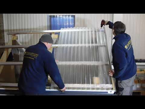 Montage Terrassenüberdachung, Lichtplatten mit Dachrinne