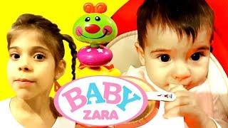 ШОУ Baby Zara - Элис кормит сестренку кашей