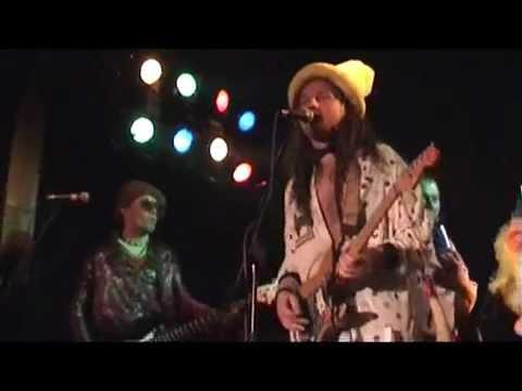 How?No!Cuc - HOW?NO!CUC - KONZUMUJ !!! (videoCUCklip - live 2006)