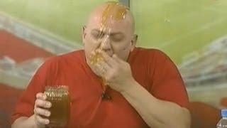 Γλείψιμο φαλάκρας Ραπτόπουλου με μέλι (από Khan, 24/02/14)