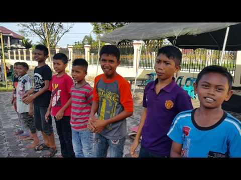 Video Brimob Hibur Anak-anak Korban Gempa Pidie Jaya
