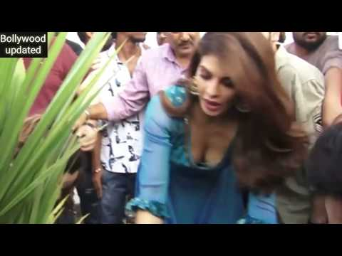 Download Jacqueline Fernandez Boobs Pop's Out Nipple Visible Edit Slow Motion HD Mp4 3GP Video and MP3