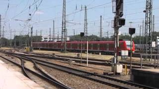 preview picture of video 'Scenes from Karlsruhe Hauptbahnhof'