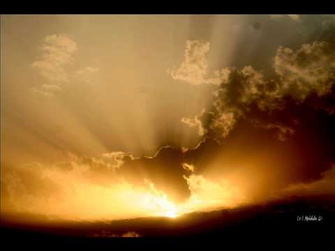 Meditacija saulės šviesa