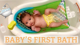 NEWBORN BABY'S FIRST BATH AT HOME!