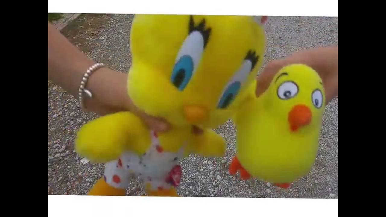 """El pollo Pepe y Piolín cantan """"El pollito amarillito"""""""