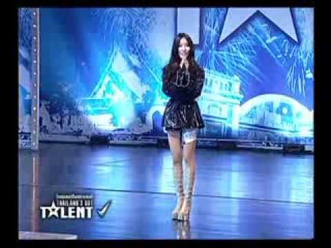 điệu nhảy khiêu khích ban giám khảo Thailand's Got Talent