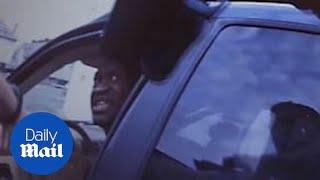 «Не стреляйте, я не могу дышать»: появилось новое видео задержания Джорджа Флойда