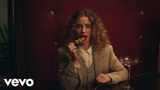 Musik-Video-Miniaturansicht zu Drinks Songtext von CYN