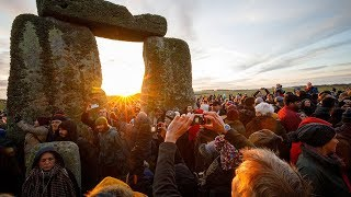 Crowd gathers at Stonehenge to mark winter solstice 2019