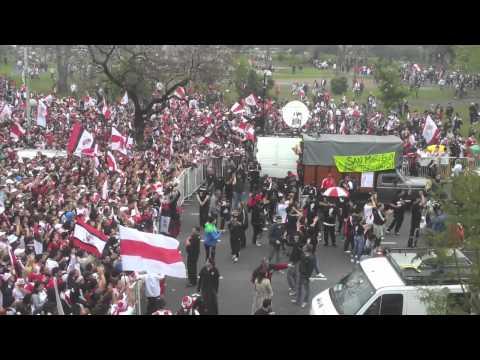 Un compilado de lo que fue el lunes 8 de octubre. Un día inolvidable para los hinchas River Plate
