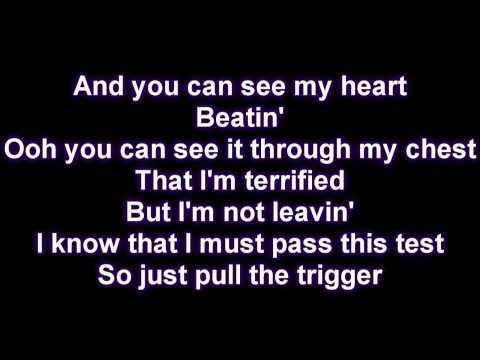Rihanna - Russian Roulette [Lyrics on Screen]