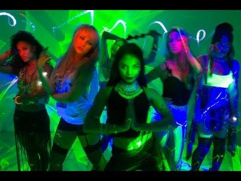 Música $$$ex (feat. Yla)