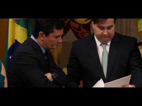 Após atritos, Maia exclui pacote anticrime de Moro de sua agenda na Câmara