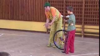 klaun Pomponi-monocykl
