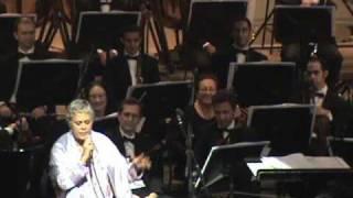 """Eugenia  León canta """"Helwa ya Baladi"""" en El Cairo"""