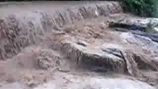 preview picture of video 'La Riera de Cervelló-Vallirana tras una tormenta (12-07-2008)'