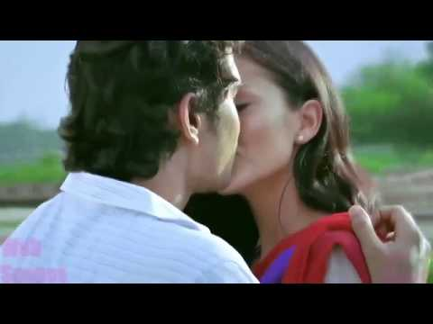 Amy Jackson hot kisses scene