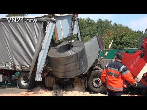 12.07.2018 - VN24 - 16-Tonnen Stahl-Coil durchschlägt Stirnwand bei Auffahrunfall auf der A2