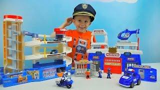 Полицейский участок для детей с машинкой вертолётом и мотоциклом - Даник ловит угонщика Машинок