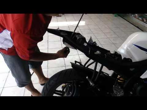 Video Cara memasang undertail Yamaha R15 (3)