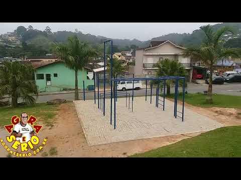 Prefeitura planta árvores retiradas da Avenida Tancredo de Almeida Neves na Praça do Rotary