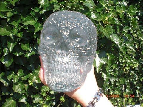 Große Figur aus Resin gießen - Kristallschädel mit Blümchen