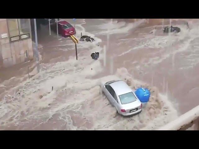 عاصفة مطرية تغرق شوارع اليونان