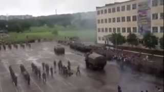 БТР переехал десантника 12 06 2014 (APC crushed a paratrooper,Russia 12.06.2014)