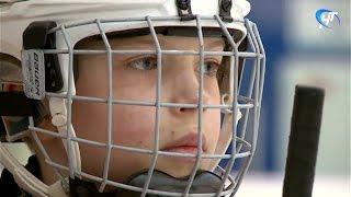 Юные новгородские хоккеисты провели первую тренировку после возвращения из Вологды