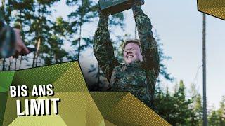 """Bist du bereit für eine der härtesten Sporteinheiten der Grundausbildung? Der #CombatFitnessTest steht auf dem Plan und wird den Rekrutinnen und Rekruten alles abverlangen. In Disziplinen, wie Sprinten, Gleiten, Verwundetentransport und Munitionskisten-Schleppen müssen Enny, Maik und Co. alles geben. Und nicht nur sie, auch die Ausbilder stellen sich dem Combat-Fitness-Test. Wer am Ende schwerer pumpt, erfährst du in der neuen Folge DIE #REKRUTINNEN.  Dir gefällt das Video? Dann lass #Bundeswehr Exclusive einen """"Daumen nach oben"""" da und abonniert unseren Kanal!  __  FOLGT UNS AUCH AUF...  INSTAGRAM ► https://instagram.com/BundeswehrExclusive @bundeswehrexclusive  FACEBOOK ► https://facebook.com/bundeswehrexclusive  FACEBOOK JOBBOT ► http://bit.ly/BWJobBot  SNAPCHAT ► bundeswehrjobs _  Du interessierst dich für eine Karriere bei der Bundeswehr? Du findest viele weitere Informationen auf unserer Karriere-Seite: http://bit.ly/BundeswehrKarriere  Die Bundeswehr auf YouTube: https://youtube.com/user/Bundeswehr"""