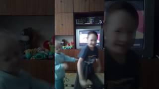 Танец мальчика и девочки