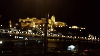 Огни ночного Будапешта, и прогулочные катера с кучей туристов, красота